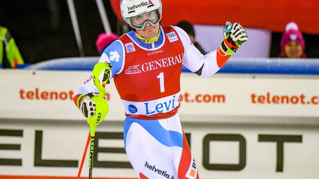 Daniel Yule eröffnet den Slalom.