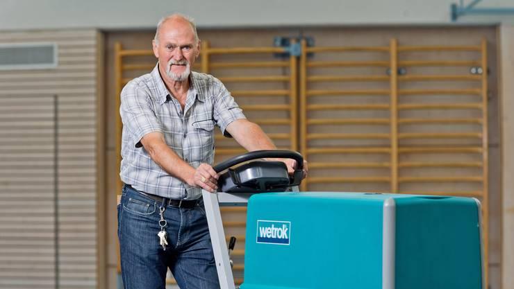 Dank Jakob Bühler war den Boden in der Turnhalle immer sauber.