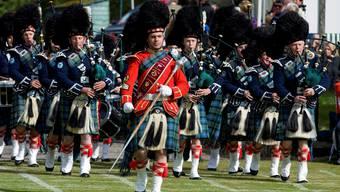 Nicht nur wegen Dudelsack, Highland-Games und Haggis fühlen sich die Schotten als eigenes Volk und wollen sich vom britischen Königreich abspalten.Keystone