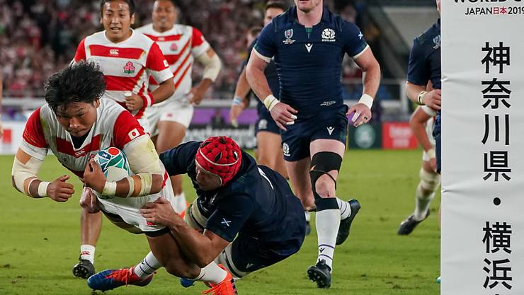 """Mit einem brillanten Auftritt in die WM-Viertelfinals: Japans Keita Inagaki realisiert einen von vier Tries der """"Brave Blossoms"""" beim 28:21-Sieg im entscheidenden Gruppenspiel gegen Schottland"""