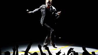 Konnte wegen eines Polizisten in Stockholm nicht auftreten: U2-Leadsänger Bono, hier bei einem Konzert in Amsterdam (Archiv)
