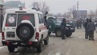 Bei einem Selbstmordanschlag in der afghanischen Hauptstadt wurden mindestens sechs Menschen getötet. Laut den Behörden hatte ein Selbstmordattentäter eine Sprengstoffweste gezündet.
