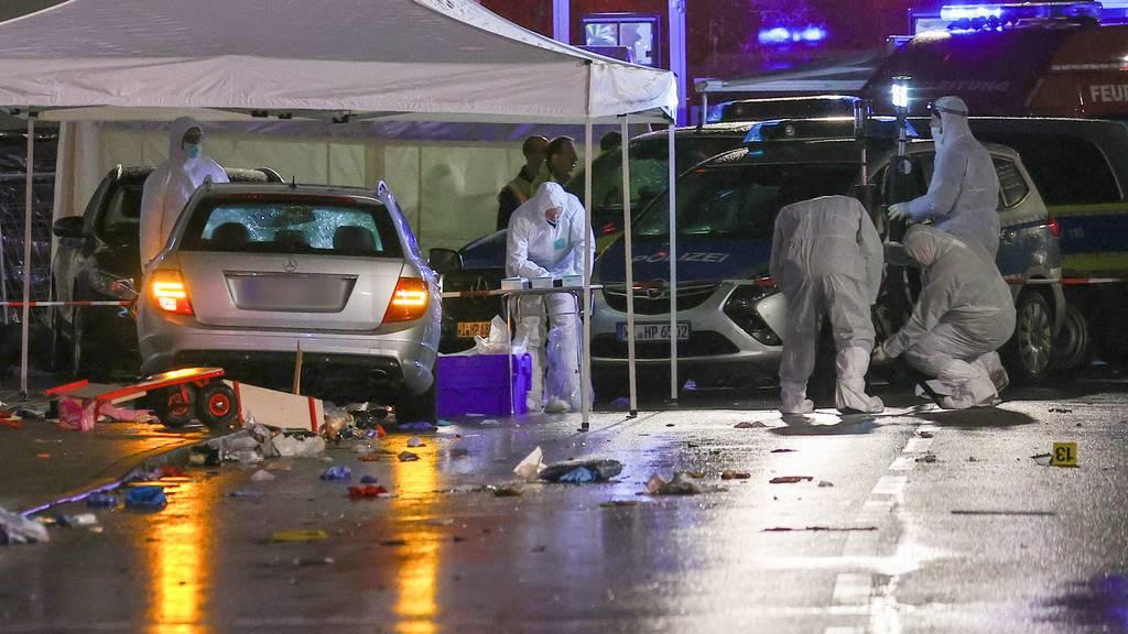 Auto fährt in Nordhessen in Karnevalsumzug - 30 Verletzte