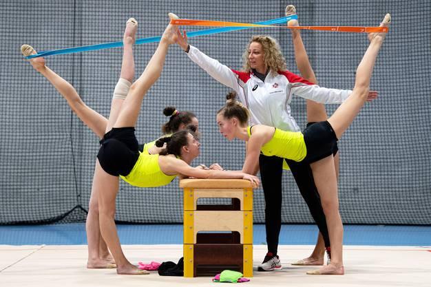 Cheftrainerin Iliana Dineva während einer Trainingseinheit.