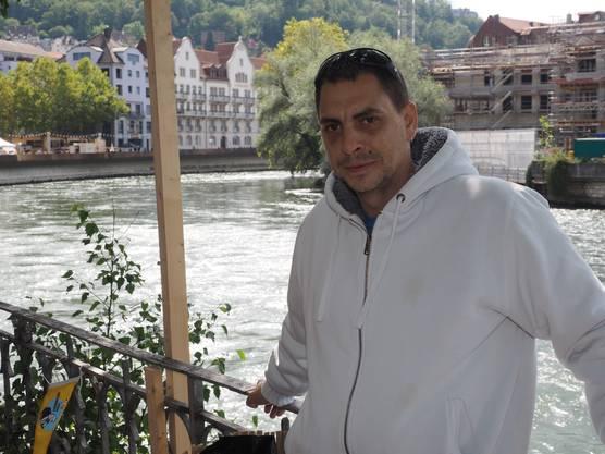 Bruno Engel, 33, aus Wetzwil (ZH) ist nur aus einem «Riesenzufall». hier gelandet. Die in Neuenhof wohnhafte Grossmutter seiner Tochter machte den Vorschlag, hierherzukommen. Er geniesst das bunte Treiben und dass das Fest auch ruhige Ecken bereithält.