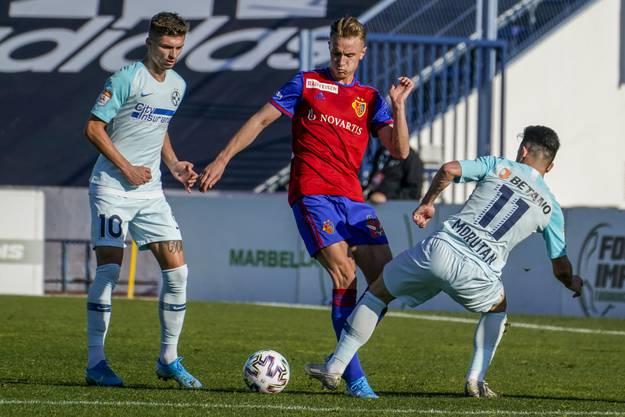 Jesper van der Werff in Aktion. Der Neuzugang spielte 60 Minuten im defensiven Mittelfeld.