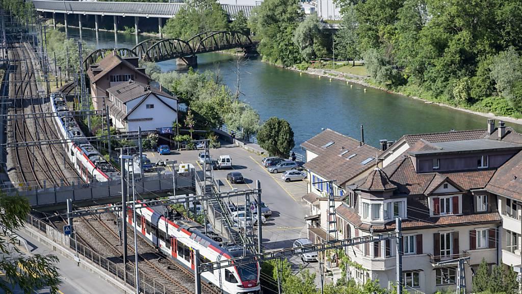 Eine S-Bahn in der Luzerner Fluhmühle: Der Luzerner ÖV soll so organisiert sein, dass es zu keinen Interessensverquickungen kommt. (Archivaufnahme)