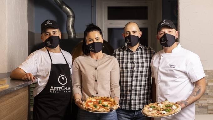Im «Arte Chiara» dreht sich alles um neapolitanische Pizza. Carlo Pannecchia, Maria Magurean, Francesco Astuto und Gianluca Biondo hoffen, dass die Dietikerinnen und Dietiker bald vor Ort in den Genuss kommen.
