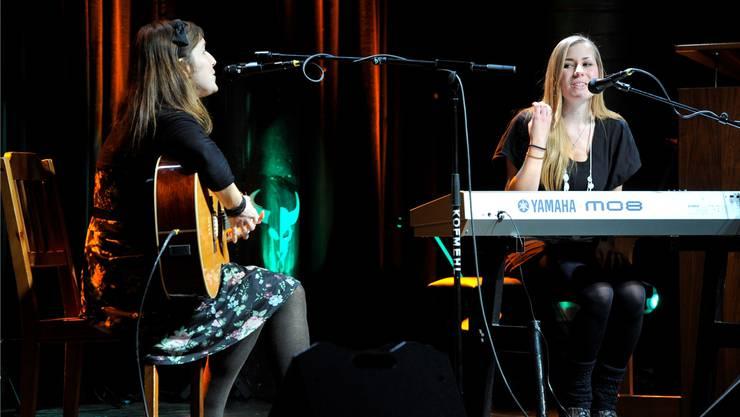 Angela Petiti (rechts) und Christine Weber treten am Badi-Sounds-Festival auf.