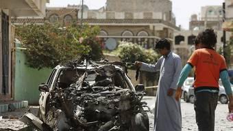 Überreste eines Terroranschlags der IS-Terrormiliz in Jemens Hauptstadt Sanaa. Die Zahl der bei Terrorangriffen getöteten Menschen ist laut Washington im vergangenen Jahr massiv angestiegen.