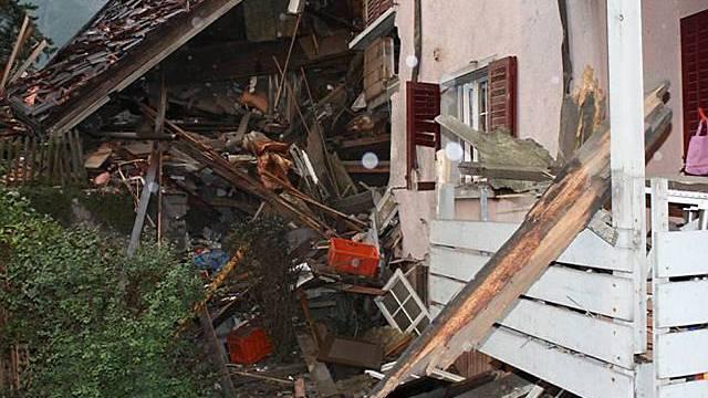 Polizei fand Leichenteile in Trümmern des Hauses