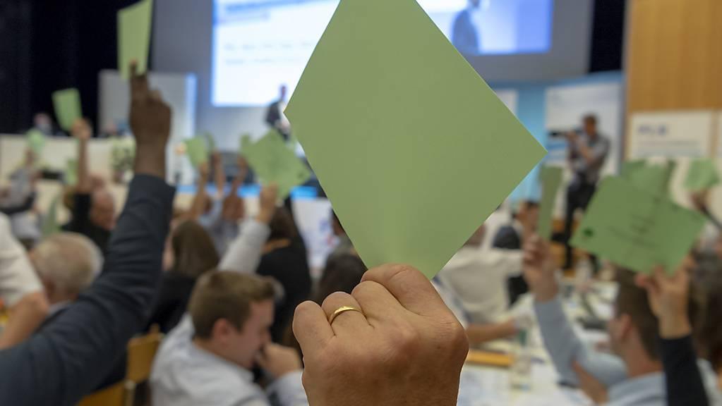 Coronabedingt organisieren die SP und die FDP ihre Delegiertenversammlungen virtuell. (Symbolbild)
