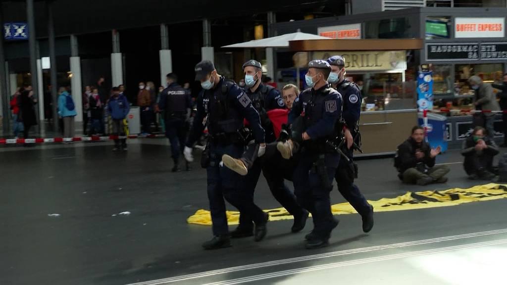 Strategiewechsel: Polizei verhindert Tag drei der Klima-Demonstration