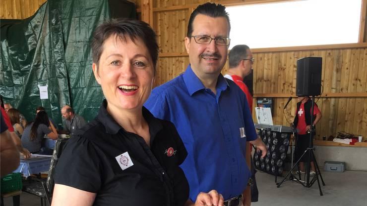 Franziska Roth mit ihrem Ehemann Rolf André Siegenthaler am 1. August beim Bure-Brunch in Othmarsingen.