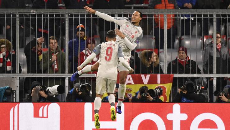 Liverpools Virgil van Dijk (springt am höchsten) bejubelt seinen Treffer zum 2:1 in München
