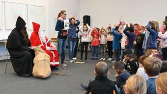 Samichlaus im Schulhaus Brühl in Däniken