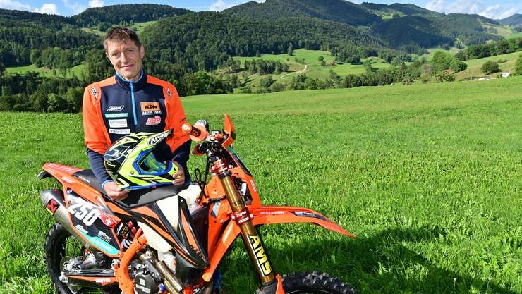 André Brunner mit seiner KTM 350 EXC-F auf dem Rennareal im Reckenkien bei Mümliswil-Ramiswil.
