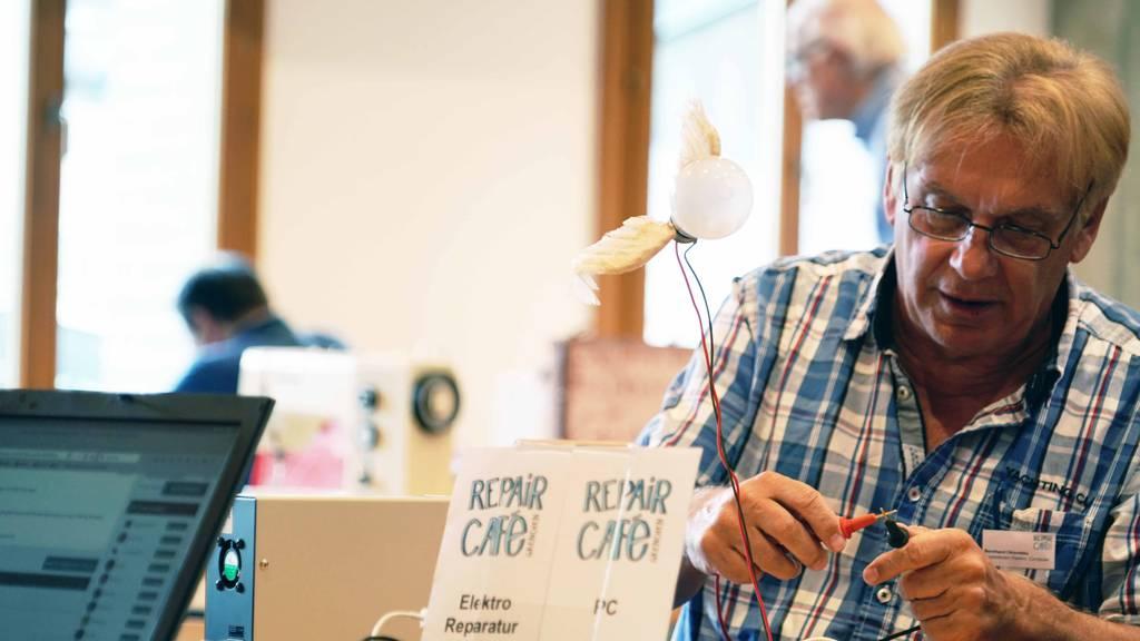 150 Repair Cafés retten monatlich über 1200 Gegenstände