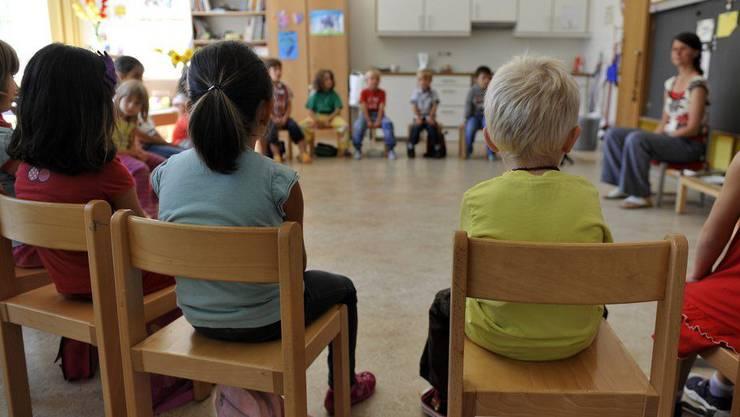 Die Schülerzahlen steigen in der Gemeinde. (Symbolbild)