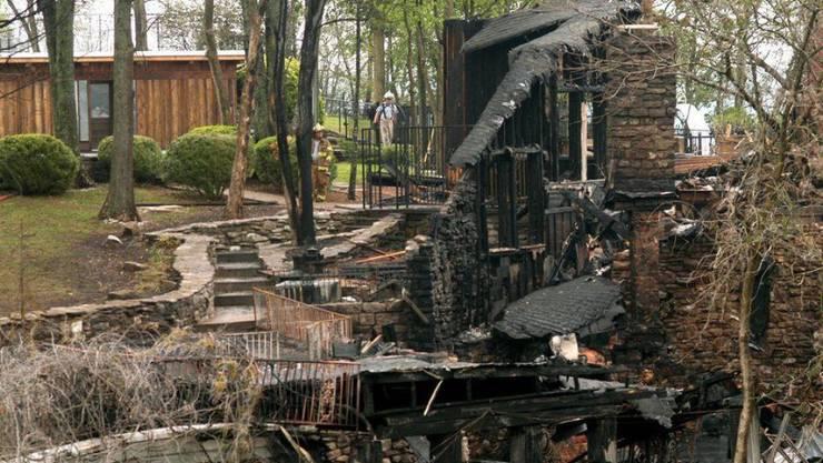 Traurig: Das blieb von Johnny Cashs Traumhaus übrig, nachdem es 2007 abgebrannt war. Besonders bitter war das für Barry Gibb von den Bee Gees: Er hatte die Immobilie gekauft und frisch renoviert, war aber noch nicht eingezogen.
