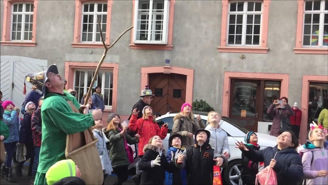Der Ättirüedi zieht mit den Kindern schreiend durch Bad Zurzach