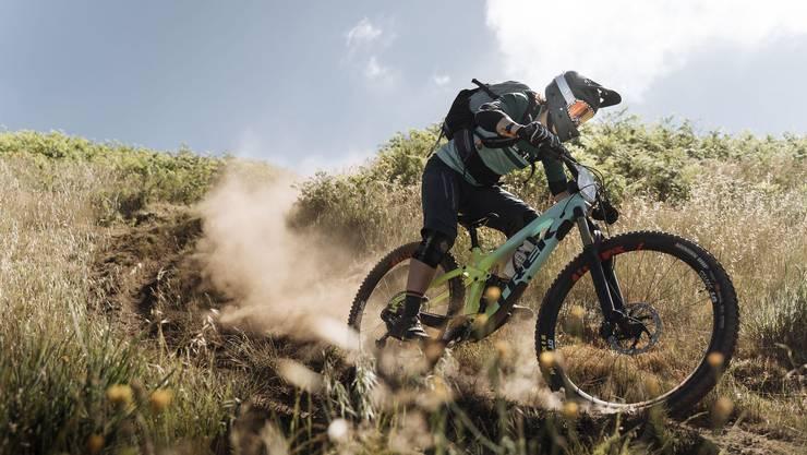 Hinter Nathalie Schneitter liegen fünf harte Renntage, das Enduro Etappenrennen Trans Madeira konnte sie dennoch auf dem zweiten Platz beenden.