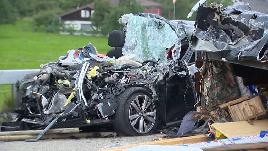 Unfall mit Militär-Oldtimer auf A1: Zwei Tote und vier Schwerverletzte