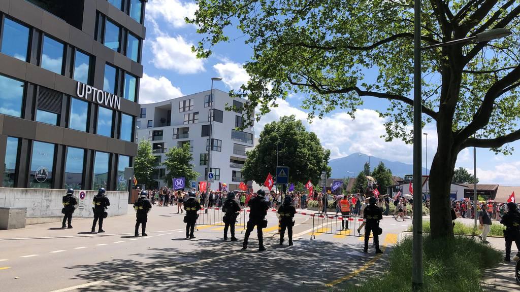 Eine Verhaftung: Zuger Polizei spricht von einer friedlichen Kundgebung