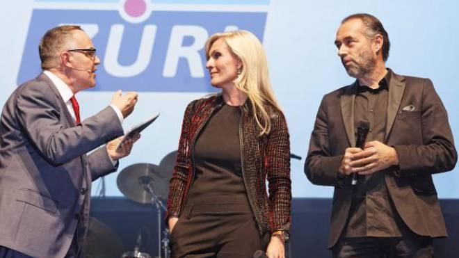 Markus Gilli mit den Moderatoren Patricia Boser und Hugo Bigi, die seit 20 Jahren beim Sender sind. Foto: Andre Albrecht
