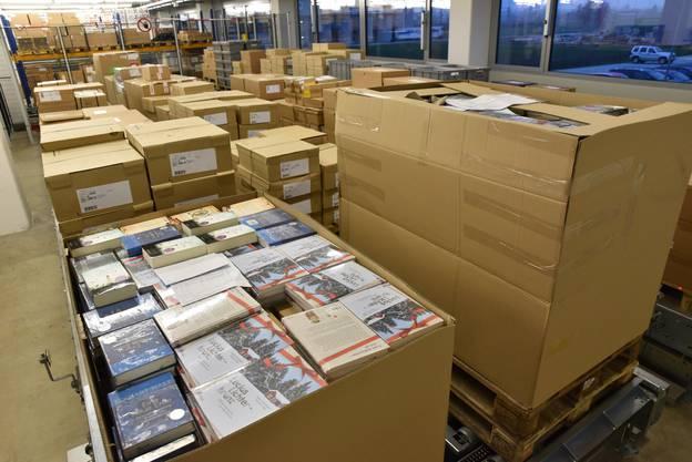 Voll gepackte Kisten