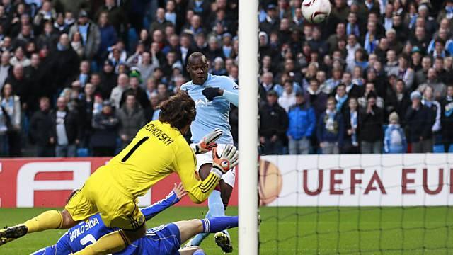Mario Balotelli (rechts) wurde in der 36. Minute vom Platz gestellt