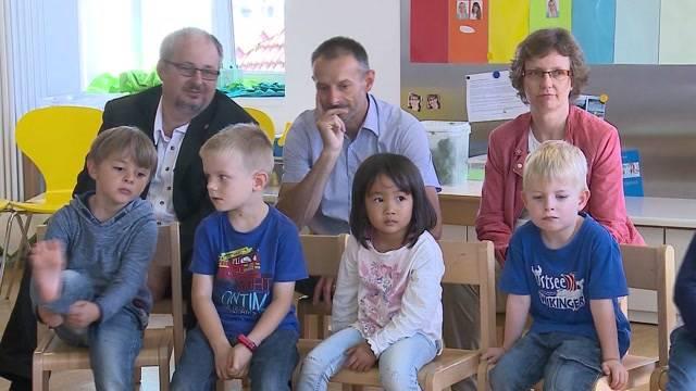 Politiker im Kindergarten