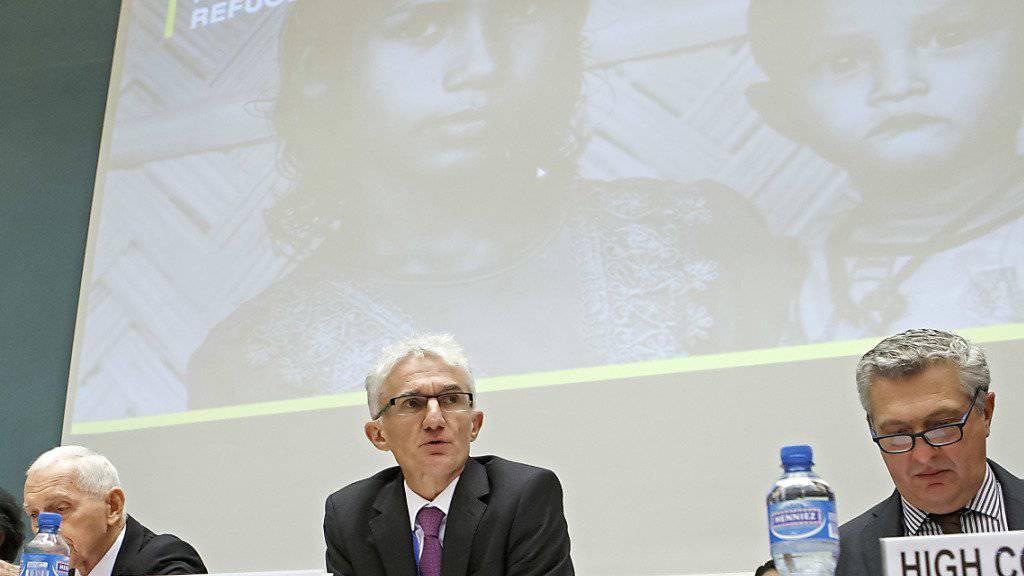 340 Millionen Dollar haben die Staaten für die Rohingya-Flüchtlinge zugesagt. Für UNO-Nothilfekoordinator Lowcock (Mitte) handelt es sich nicht um eine isolierte Krise. «Das ist die jüngste Runde in einem jahrzehntelangen Zyklus von Verfolgung, Gewalt und Vertreibung», sagte er.