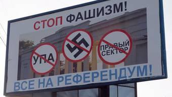 «Stop Faschismus» steht auf dem Wahplakat zum für Sonntag geplanten Referendum in Sevastopol.