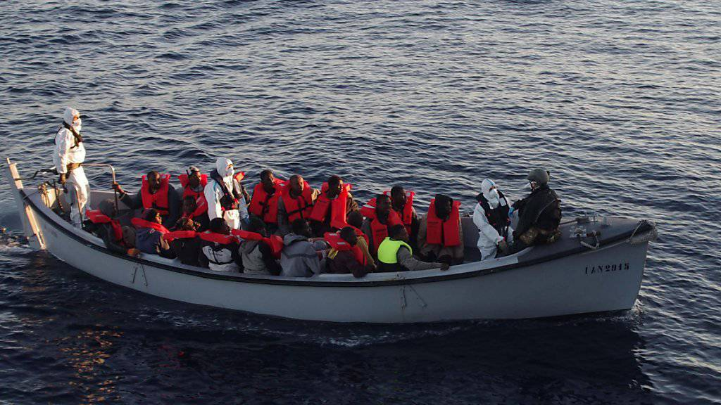 An Italiens Küste wurden laut SEM im Mai mehr ankommende Flüchtlinge registriert als im Vormonat. Sie wollen aber nicht primär in die Schweiz. (Archiv)