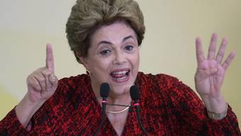 Der Präsident der Abgeordnetenkammer will erneut über ein Amtsenthebungsverfahrung gegen Brasiliens Präsidentin Rousseff entscheiden - doch der Senatspräsident ignoriert das.