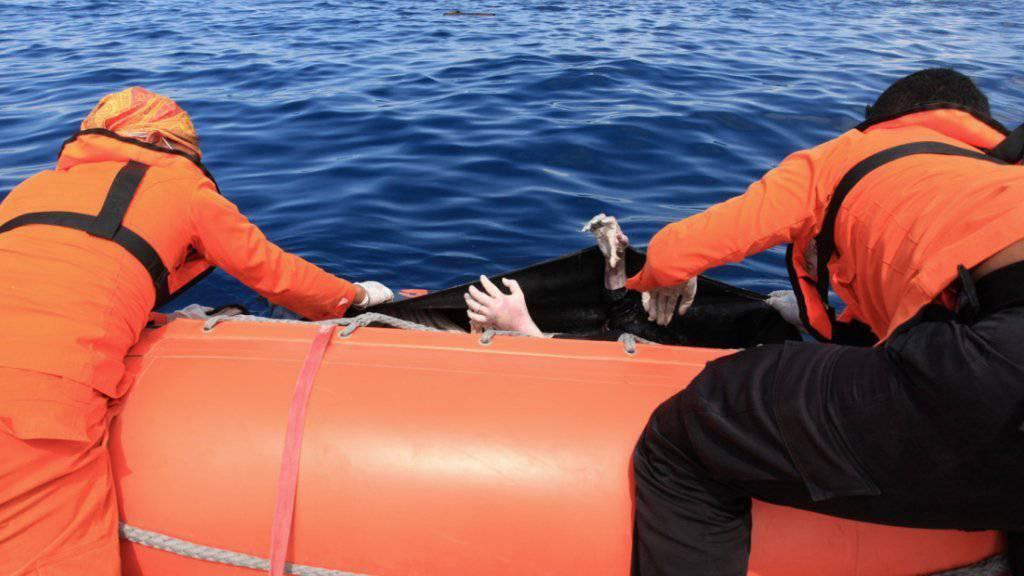 Fischer retten einen 18-Jährigen nach zwei Tagen im Meer. (Symbolbild)