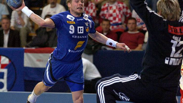 Islands Legende Valur Sigurdsson (links) beim Abschluss