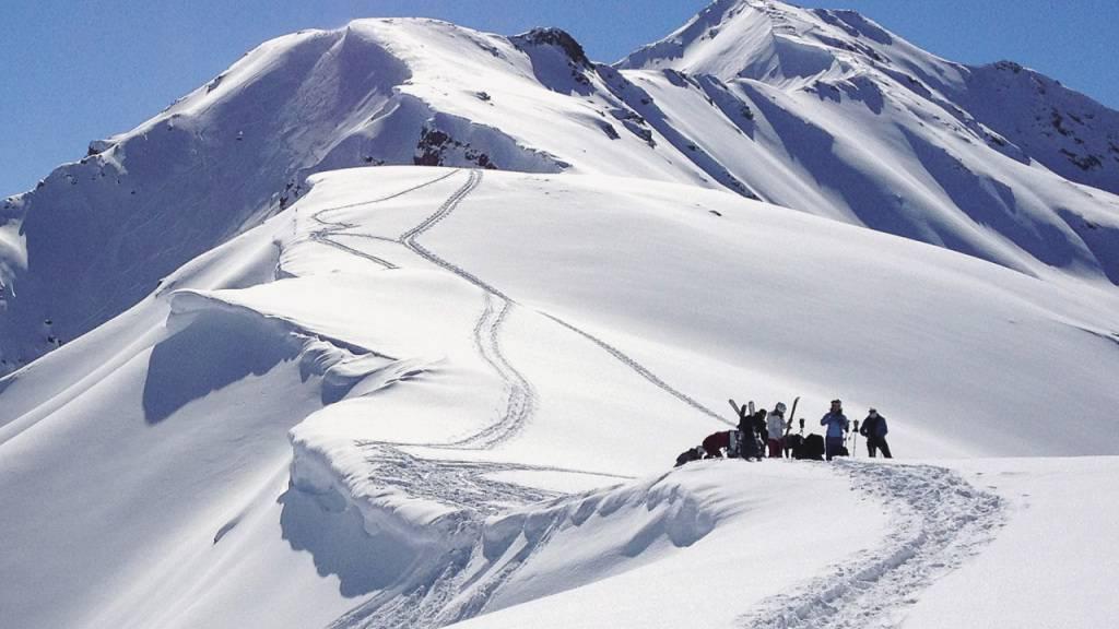 In den Alpen, namentlich im Westen und Süden der Schweiz, herrscht in den kommenden Tagen Lawinengefahr. (Symbolbild)