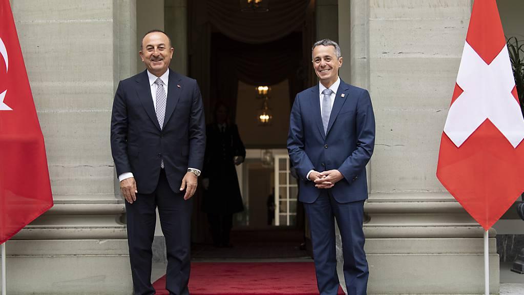 Aussenminister Ignazio Cassis beim Treffen mit dem türkischen Aussenminister Mevlüt Cavusoglu bei einem Treffen in Bern im Jahr 2020. (Archiv)