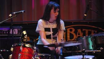 Agnès Lestorte ist Frontfrau und Drummerin der französischen Band Magnetix.