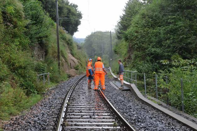 Erdrutsch auf Bahnlinie