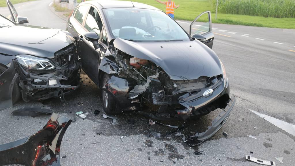 Vier Verletzte nach heftiger Autokollision