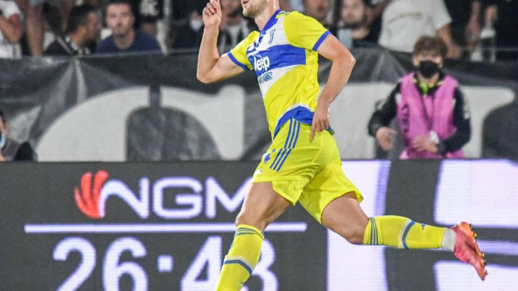 Matthijs de Ligt feiert das 3:2 und damit den ersten Sieg von Juventus