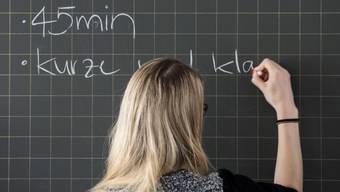 Streitigkeiten zwischen Eltern und Lehrpersonen: Die Schulräte der Bezirke behandelten letztes Jahr insgesamt 84 Beschwerden. (Symbolbild)