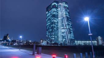 Die Europäische Zentralbank – hier ihre Büros in Frankfurt – will weniger faule Kredite in den Euro-Ländern. Keystone