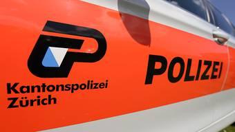 In Thalwil hat ein fahrender Zug eine Frau gestreift. Dabei wurde sie schwer verletzt. (Symbolbild)