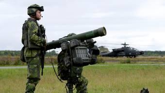 Schwedische Soldaten an einer Militärübung: Geprobt wird der Abschuss eines Helikopters.