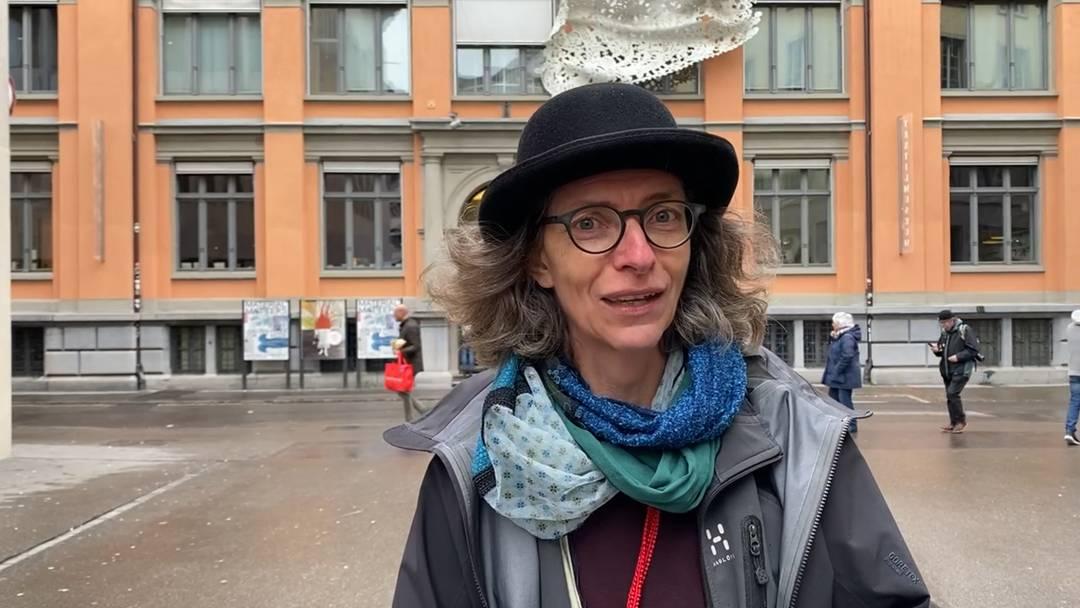 Christa Nüesch, Stadtführerin bei St. Gallen Bodensee Tourismus erklärt, was man in St. Gallen alles erleben kann