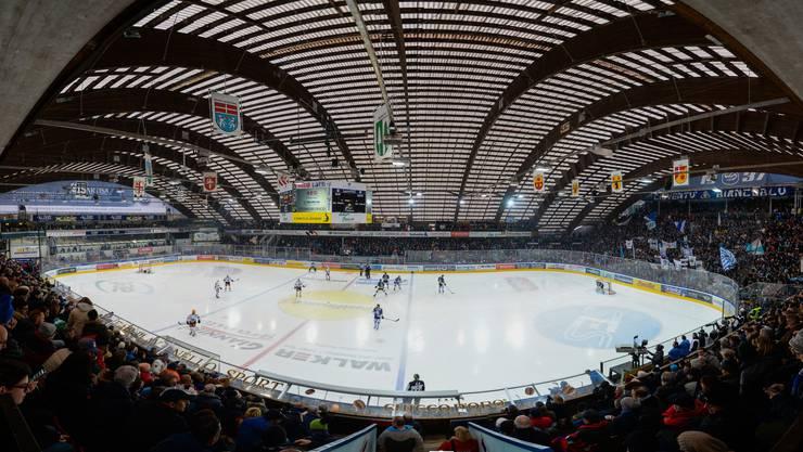 Wie bei fast jedem Tessiner Derby ist die Halle auch beim vierten Aufeinandertreffen der beiden Tessiner Mannschaften bis auf den letzten Platz gefüllt.
